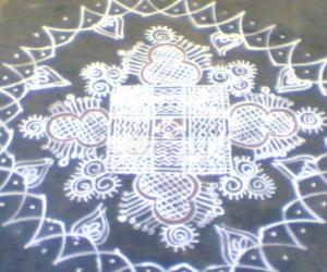 Rangoli: another kanya kolam with different border