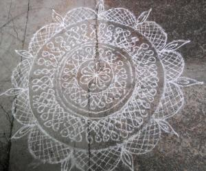 Rangoli: Podi version of my maakkolam