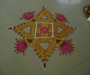 Rangoli: Fifth Day of Navrathri Podikolam