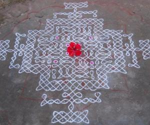 Rangoli: Sikku Kolam - 75
