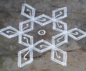Rangoli: simple star kolam