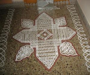 Rangoli: Varalakshmi nombu  - Maa kolam @ Pooja room