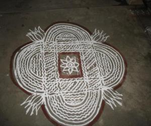 Rangoli: Varalakshmi nombu  - Maa kolam inside our compound