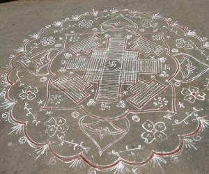 Rangoli: Padi kolam at main vaasal