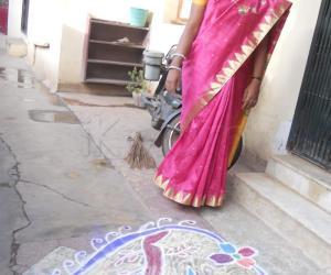 Rangoli: free hand kolam 5