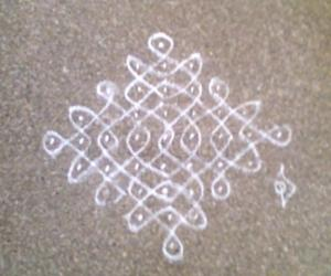 Rangoli: apartment kolam 3