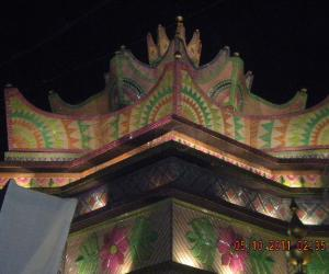 Rangoli: DURGA PUJO CELERBRATION - KOLKATA DOES NOT SLEEP FOR ALL THE 4 DAYS.