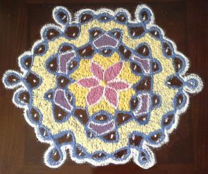 chikku kolam with 9-5 interlaced dots
