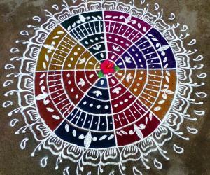 Rangoli: Round rangoli