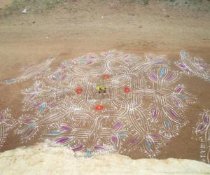 Rangoli: Jaanu - Margazhi dew drops kolam 1