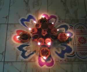 Rangoli: Small Kolam for Karthikai Mondays