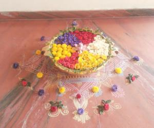 Urli flower decoration