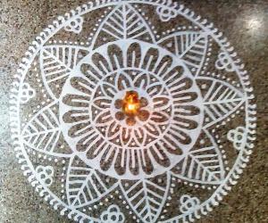 Rangoli: Puja room kolam