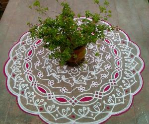 Rangoli: Aadi 4 th velli kolam.Varalakshmi pooja kolam