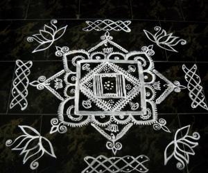 Rangoli: kitchen maakolam
