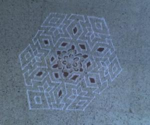 Rangoli: 21-11  Nadu (Sandu) Pulli Star and Diamond Kolam
