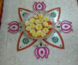 Rangoli: Kundan and floral rangoli
