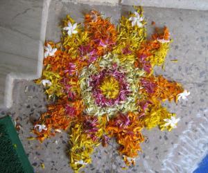 Rangoli: Diwali Poo Kolam
