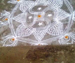 Rangoli: inspired free hand