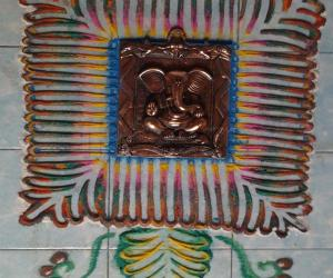 Rangoli: kolam with vinayagar deco piece