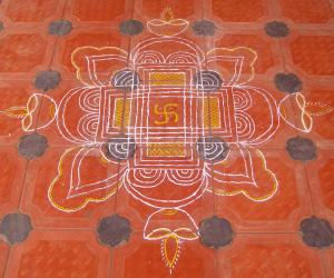 Rangoli: paint kolam