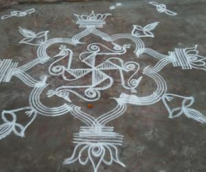 Rangoli: Peacocks from swastik