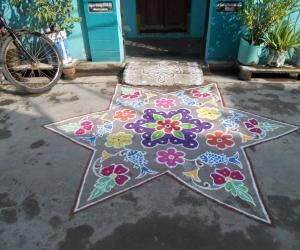 Rangoli:  Star kolam - Star & Fish Kolam