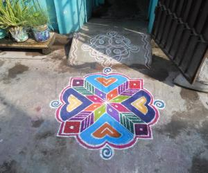 A simple colourful Kolam.