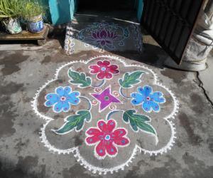 Flowers & leaves. Markazhi Kolam.
