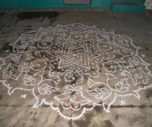 Star & bitterguard kolam in white.