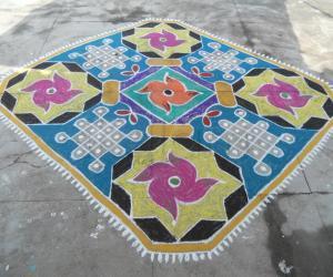 Chikku kolam, star & flower mixed rangoli carpet