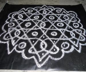 Rangoli: Chikku kolam.Trial kolam as Vasumathi.
