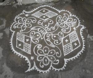 Triangular, Diamond flower kolam.