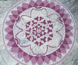 Rangoli: chikku dots with 9-5 interlaced dots
