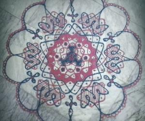 Rangoli: Chikku kolam with 15-8 interlaced dots.