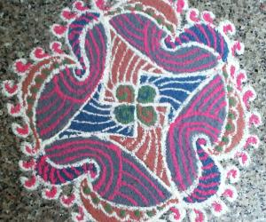 freehand rangoli  with recycled colours