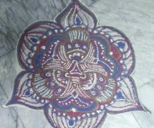 Rangoli: Beginner's freehand rangoli with colours