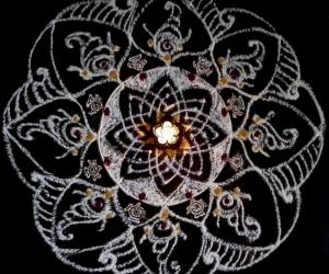 Rangoli: Friday pooja kolam - Hridaya kamalam with chakra and sangu