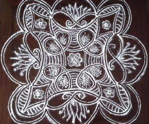 Rangoli: Small padi kolam with rice flour