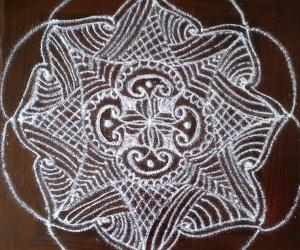 Rangoli: Beginner's freehand rangoli with rice flour