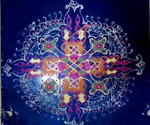 Margazhi Day 6 Kolam - Chikku with 14×2;12×2;10×3;4×2;2×1 straight dots.
