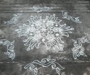 Rangoli: Lotus circle kolam