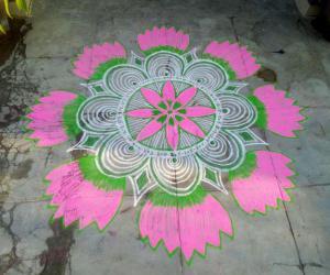 Rangoli: Margazhi kolam 9!