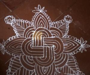 Rangoli: Friday padi kolam