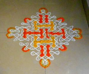 Rangoli: Orange/yellow maakkolam