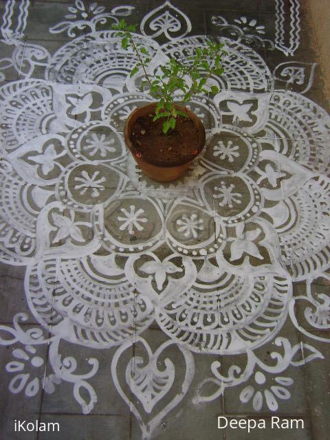 Rangoli: alpona kolam for mahanavami day