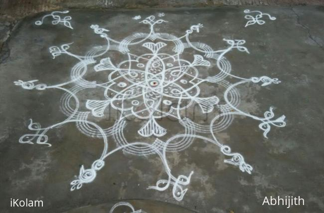 Rangoli: Fishes and birds in a chikku-kolam