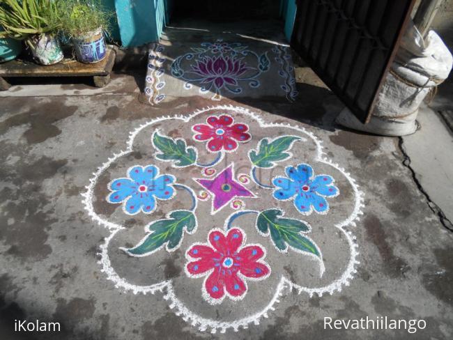 Rangoli: Flowers & leaves. Markazhi Kolam.
