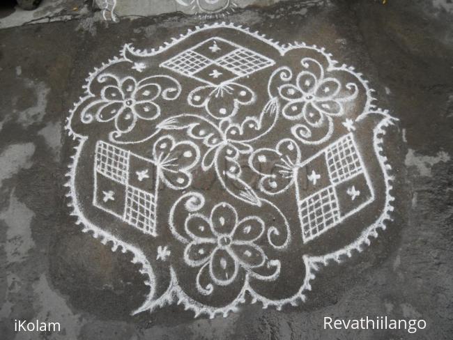 Rangoli: Triangular, Diamond flower kolam.