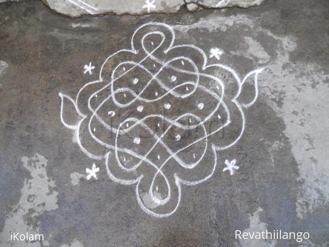 Rangoli: Small chikku kolams with 8 shape.